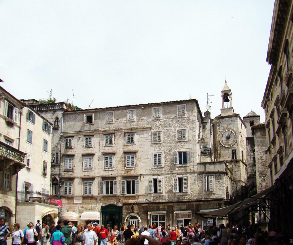 Pjaca Plaza Narodni trg de Split y torre del reloj Croacia