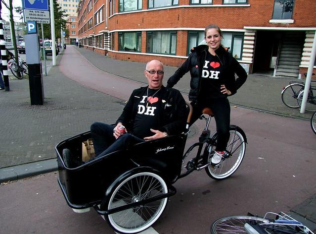 Nachtburgemeester heeft een dienstwagen met chauffeur. Foto door Roel Wijnants, op Flickr.