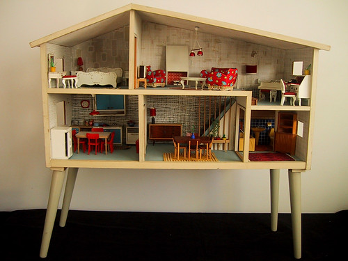 Doll House by The Shopping Sherpa - Used under Creative Commons