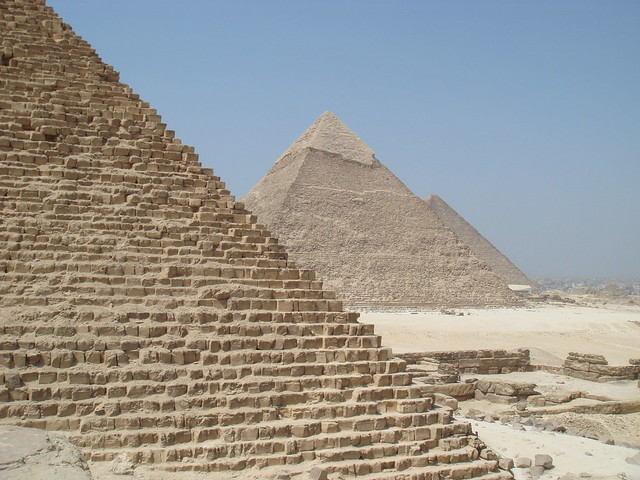 25 Awesome Places You Must Visit Before You Die chalbatohi pyramids of giza