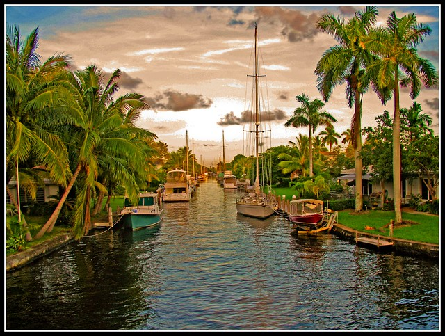 Boats Along A Canal In Fort Lauderdale Flickr Photo Sharing