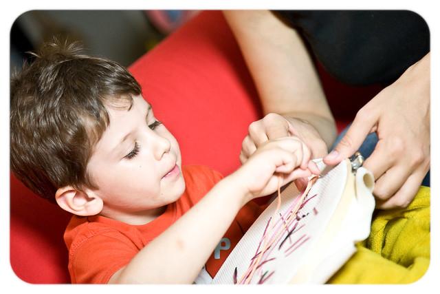 Юный вышивальщик