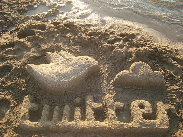 Twitter escultura de arena - Twitter Sand sculpture by Rosaura Ochoa CC BY