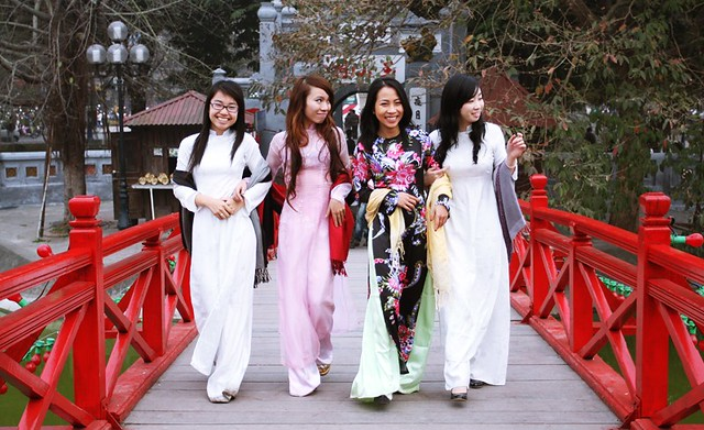 Traditional Vietnamese Dress - Vietnam Travel Packages