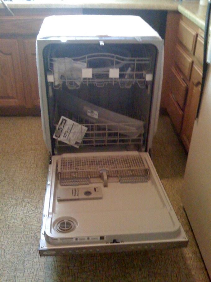 My new dishwasher! It's so pretty!