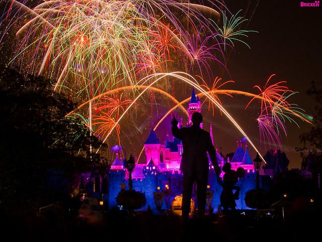 Disneyland - Remember... Dreams Come True! Fireworks Spectacular (145 Second Exposure)