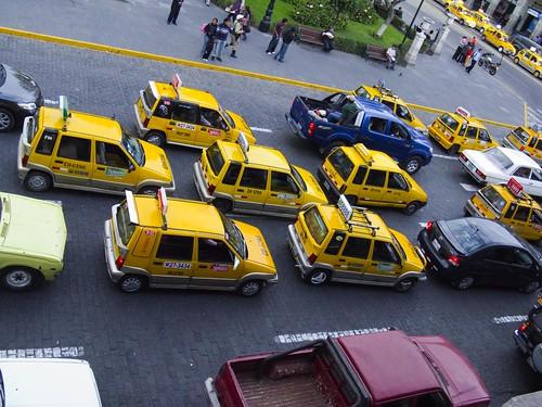 Tomar un taxi en Perú nunca es un problema – CC Image cortesía de Ian Glover en Flickr