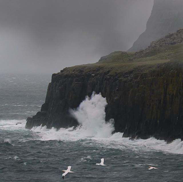High waves hit coastline of Skye