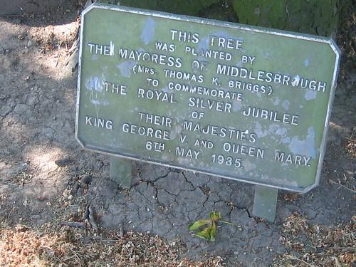 Mrs Thomas K Briggs, Silver Jubilee Tree Plaque, Albert Park