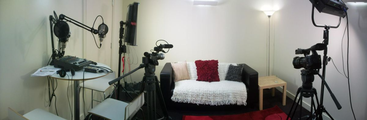 como se tornar um youtuber - My new video/podcast studio is finally finished and ready to go. Can't wait to use it in anger.