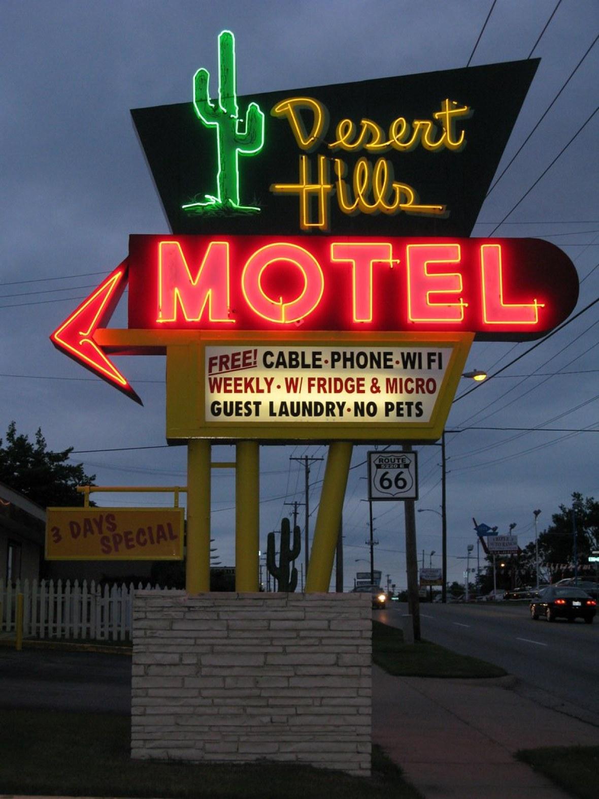 Desert Hills Motel - 5220 East 11th Street, Tulsa, Oklahoma U.S.A. - May 9, 2009