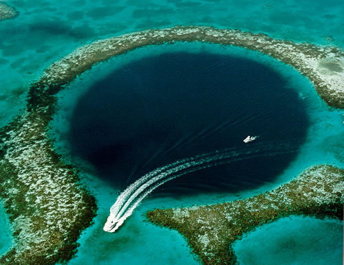 Le Grand Trou Bleu : faille sous-marine à Belize