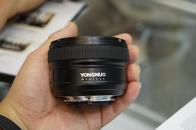 Yongnuo-AF-S-50mm-f1.8-lens-for-Nikon-F-mount-5