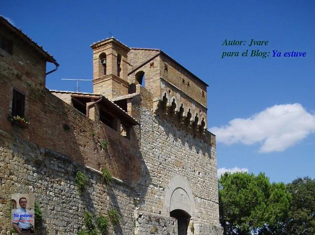 Puerta entrada San Gimignano pueblo de torres medievales