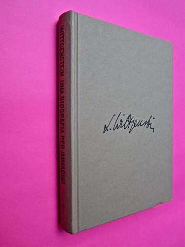 Michael Nedo (a cura di), Una biografia per immagini. Carocci 2013. Progetto grafico di Shoko Mugikura e Michael Nedo. Falcinelli & co. per l'ed. it. Dorso e prima di coperta (part.) 1