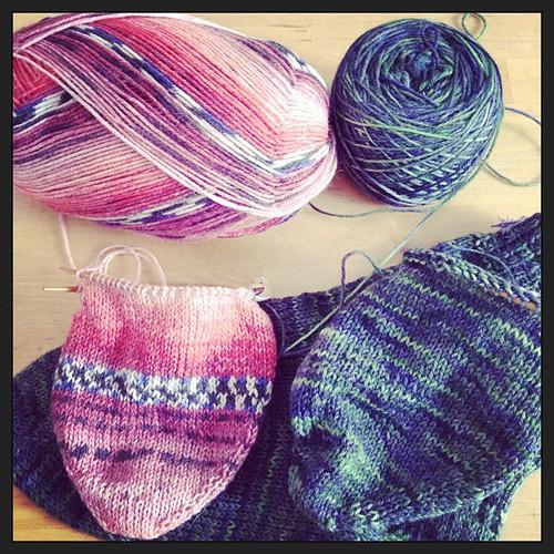 Precipitata nel tunnel dei calzetti! #yarn #wool #araucania #ranco #opal  #sweet&spicy #knit #knitting #knittingsock #woolcrossing #yarnsock #fattoamano #lavoroamaglia #handmade handmadewithlove #lqa