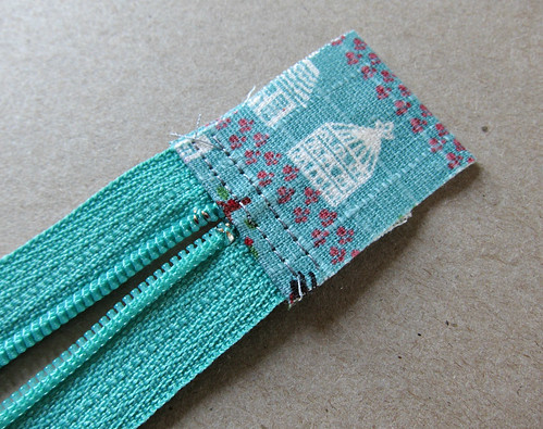 Zippy pouch tutorial - preparing the zip ends