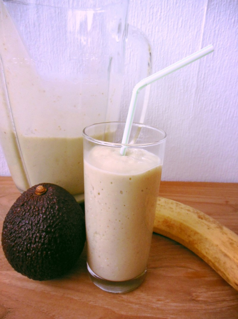How to make easy, healthy and nutritious Avocado-Banana smoothies for breakfast
