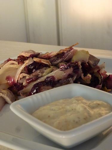 Insalata tiepida di gallina con radicchio & endivia