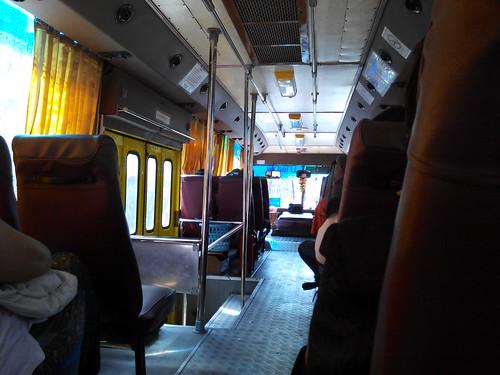 ถ่ายในสภาพแสงน้อย ภายในรถเมล์ด้วย i-mobile IQX3