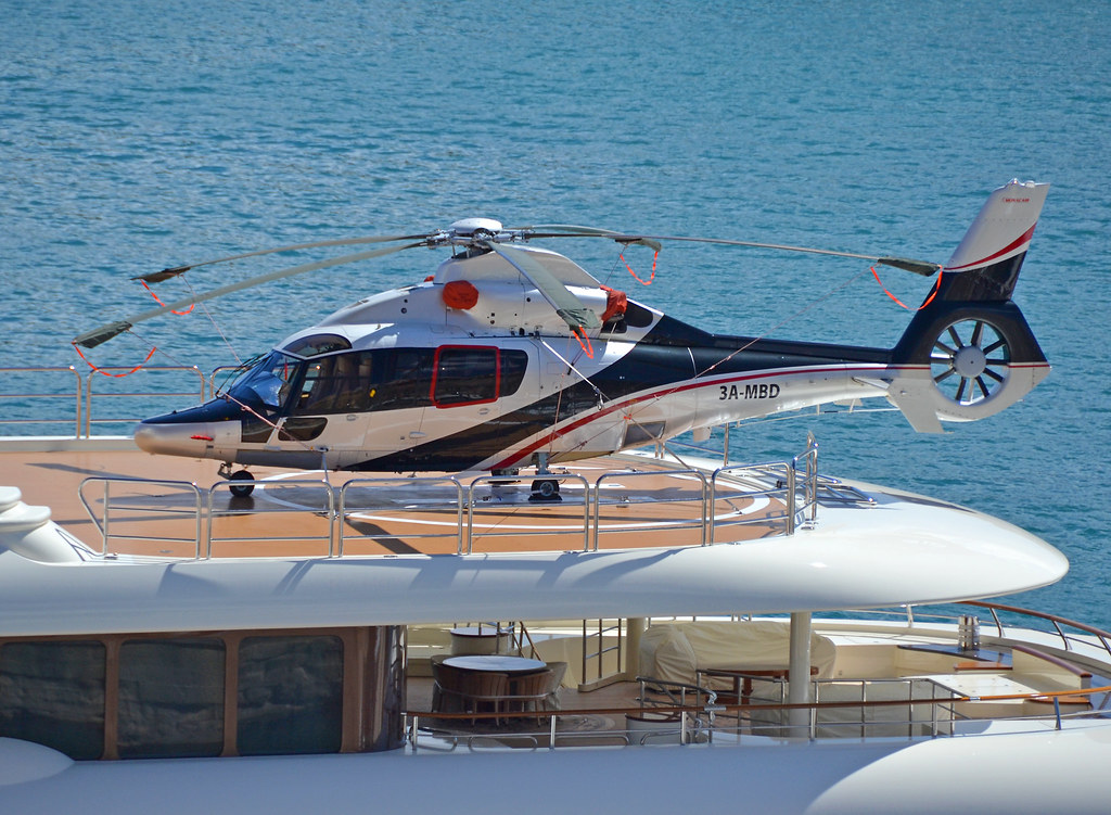 Helicopters And Superyachts