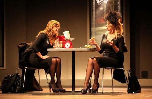 Belinda Washington y Miriam Diaz Aroca durante la obra. Foto cedida por el productor Fernando Moreno