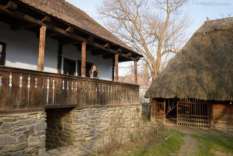 balustrada lemn, muzeul satului, bucuresti