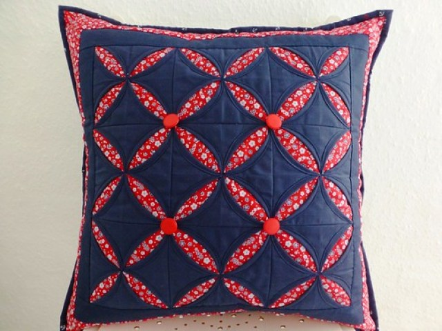 Cathedral Windows Cushion class sample