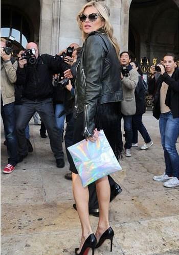 kate-moss-at-paris-fashion-week-with-stella-mccartney-hologram-clutch-