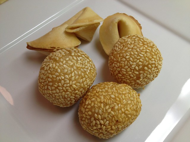 Sesame balls and fortune cookies - Red Jade