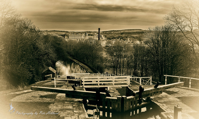 Five Locks Rising Bingley