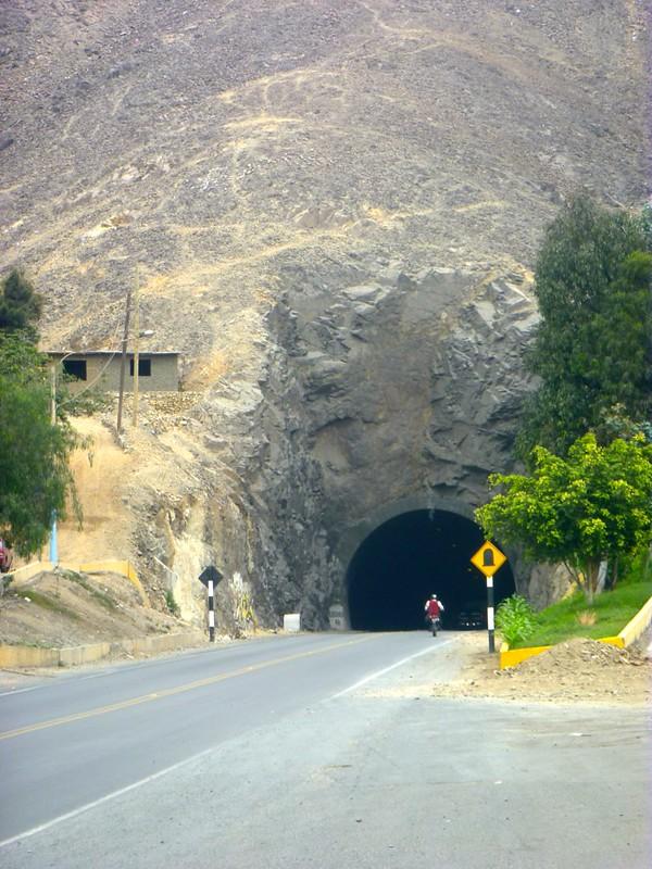 Der erste Tunnel - hinein in die Cordillera Negra