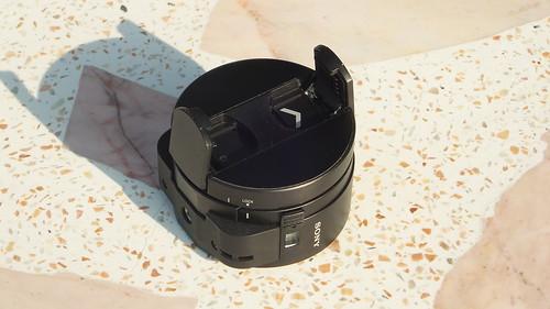 ตรงส่วนที่เป็นฝา จะสามารถแกะขายึดกล้องออกมาได้