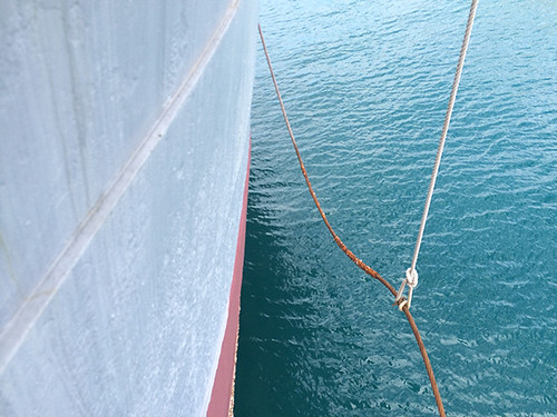 hull and towing cable