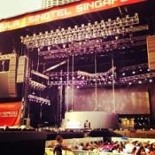 คือหก็อยากดู Rihanna Diamond World Tour ที่แบบ Live in BKK บ้างอะไรบ้าง ไปที่ SIN ค่าตั๋ว 25000 กับ #TTM ไม่ไหวๆๆ 5555 อยากดูๆๆ #riri #DWT #Singapore #Rihanna