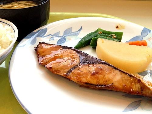 今日の社食はブリの照り焼き。520円。