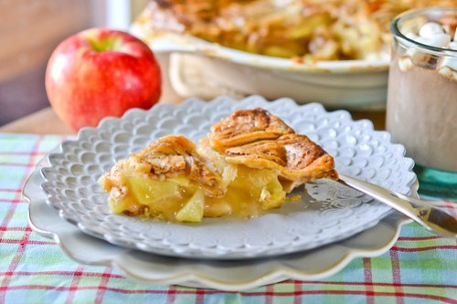 Cinnamon Bun Apple Pie-11