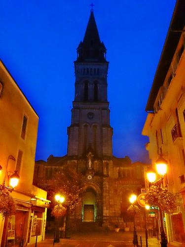 Día 3: Francia (Toulouse: Catedral St Etieene, Palacio Niel, Convento Jacobinos, Jardín Japonés, Basílica St Sernin, Capitolio, etc. Lourdes: Iglesia Sacre Coeur, Ayuntamiento, Castillo, etc).