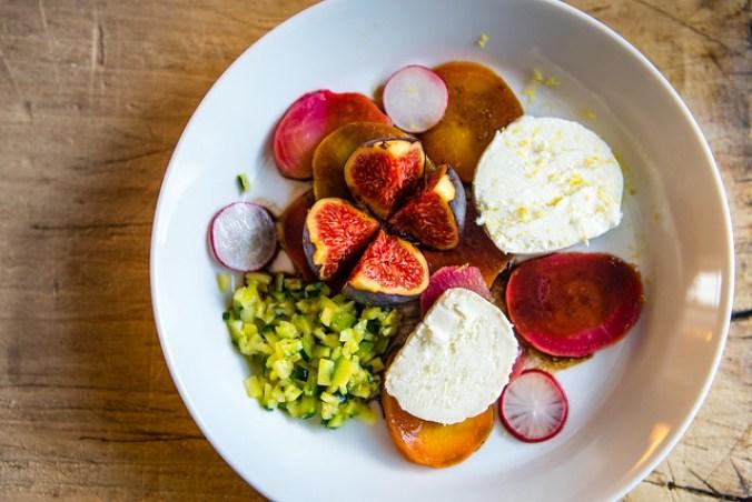 Salade met gepofte bietjes, courgette kaviaar, geitenkaas en vijgen @ Flickr