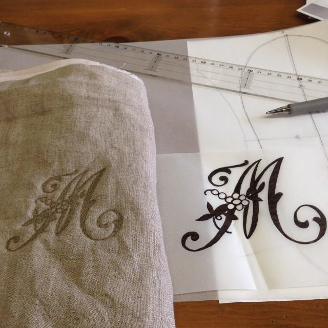 新たにスリッパ制作にもう1人参加される事になり、イニシャルを刺繍しておきました(^。^)こんなのでいいかな〜?