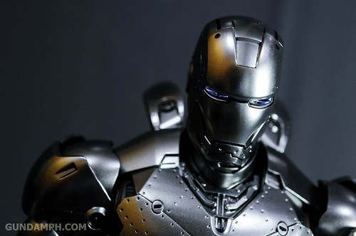 Hot Toys Iron Man 2 - Mk II Armor Unleashed Ver. Review MMS150 Unboxing (83)