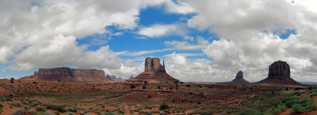 Valle de los Monumentos o Monument Valley reserva de los navajos EEUU 01
