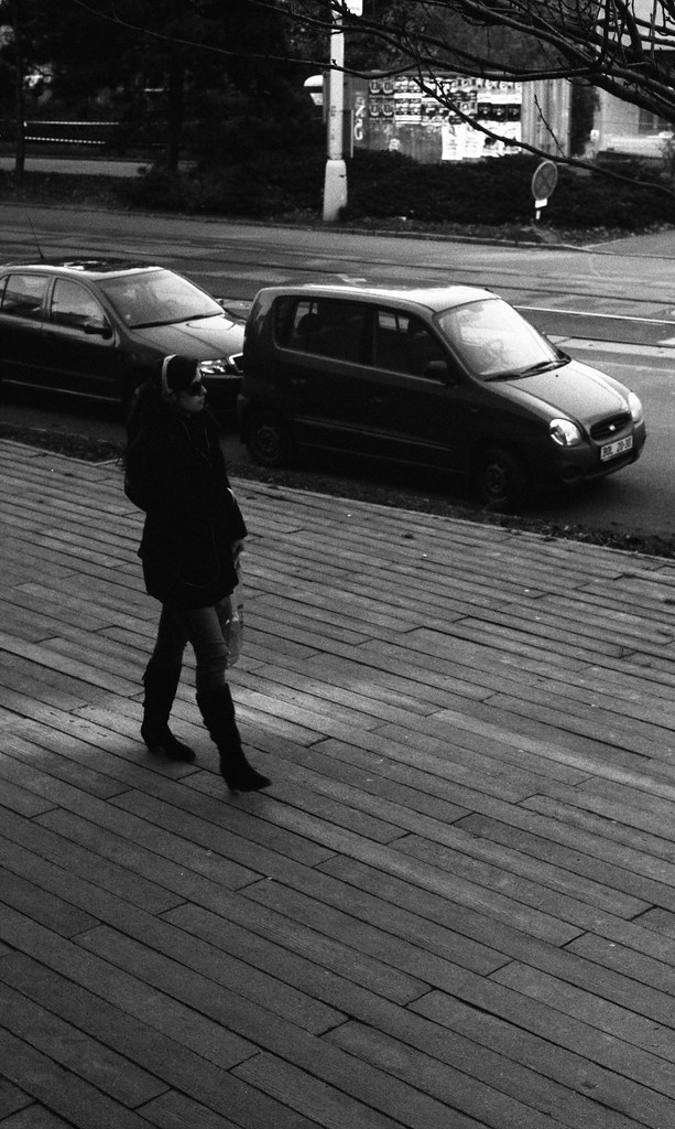 Kiev 4 + Helios 103 - Walking Woman in front of the City Library