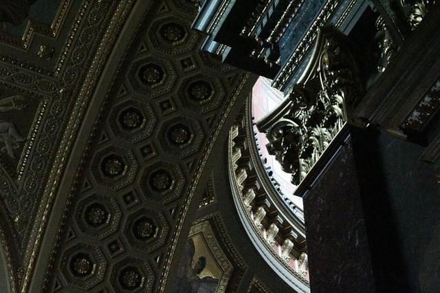 Basilica di Santo Stefano: Interni