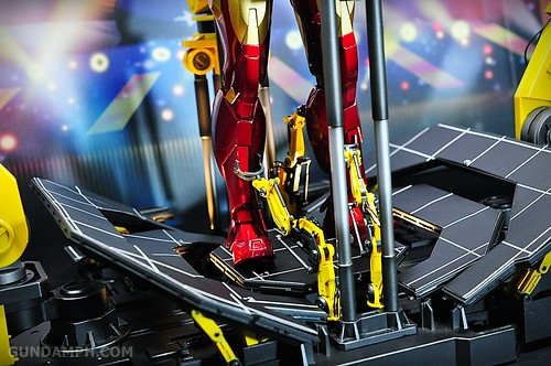 Hot Toys Iron Man 2 - Suit-Up Gantry with Mk IV Review MMS160 Unboxing - day3 (61)