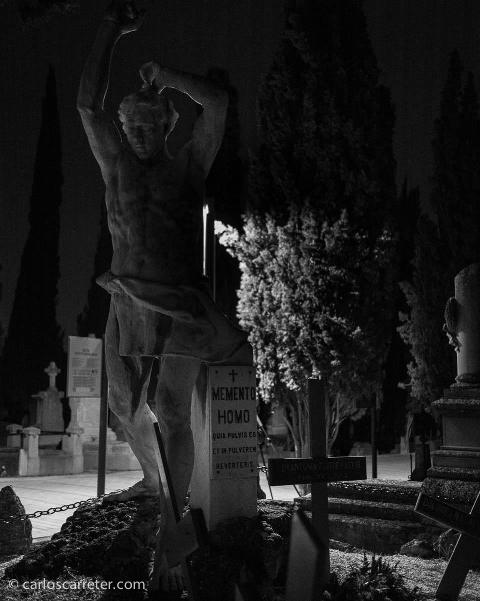 Visitando el cementerio