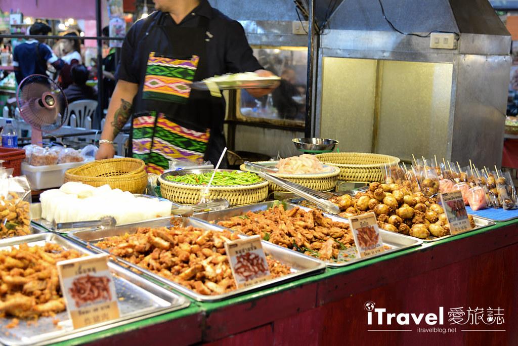 《曼谷夜市集景》华马夜市 Hua Mum Night Market:2015年开业的在地商圈型夜市,邻近The Walk购物中心、理杜安与火车夜市。