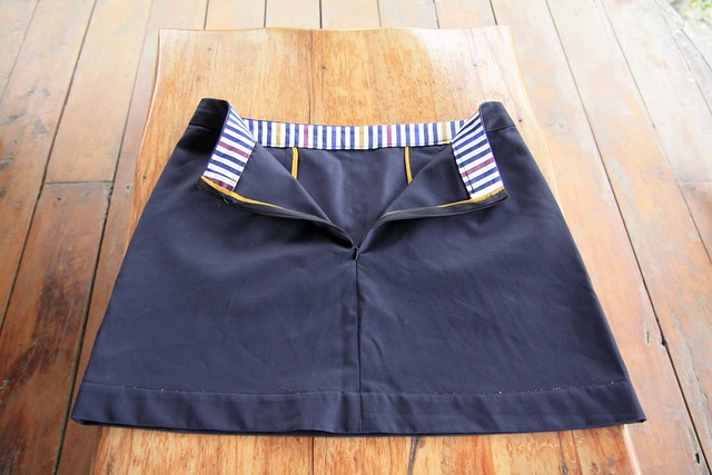 navy skirt back