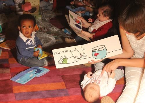 Bbeteca Agora: os bebés descubrindo os libros