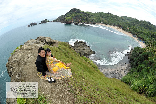 PANTAI SIUNG di Gunung Kidul JOGJA: Lokasi FOTO PRE WEDDING Ajib! by POETRAFOTO - Wedding Photographer Indonesia